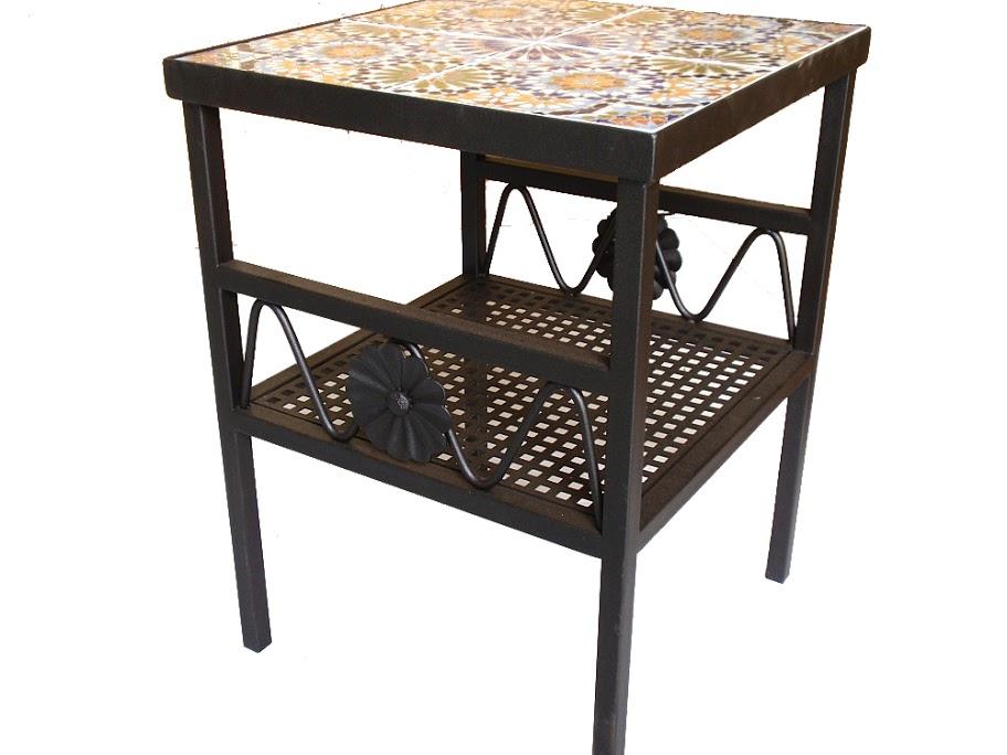 שולחן ברזל ריבועי בשילוב קרמיקה בעל מדף