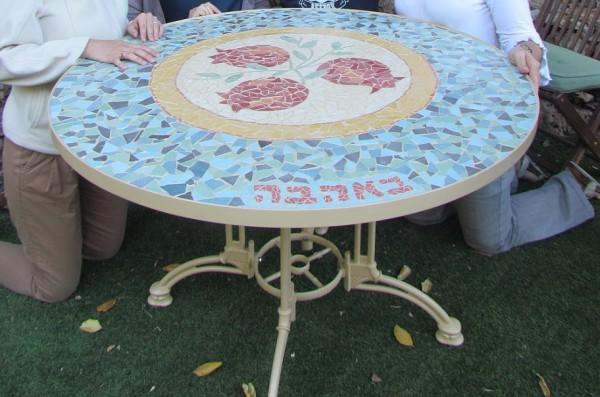 שולחן פסיפס רימונים עגול