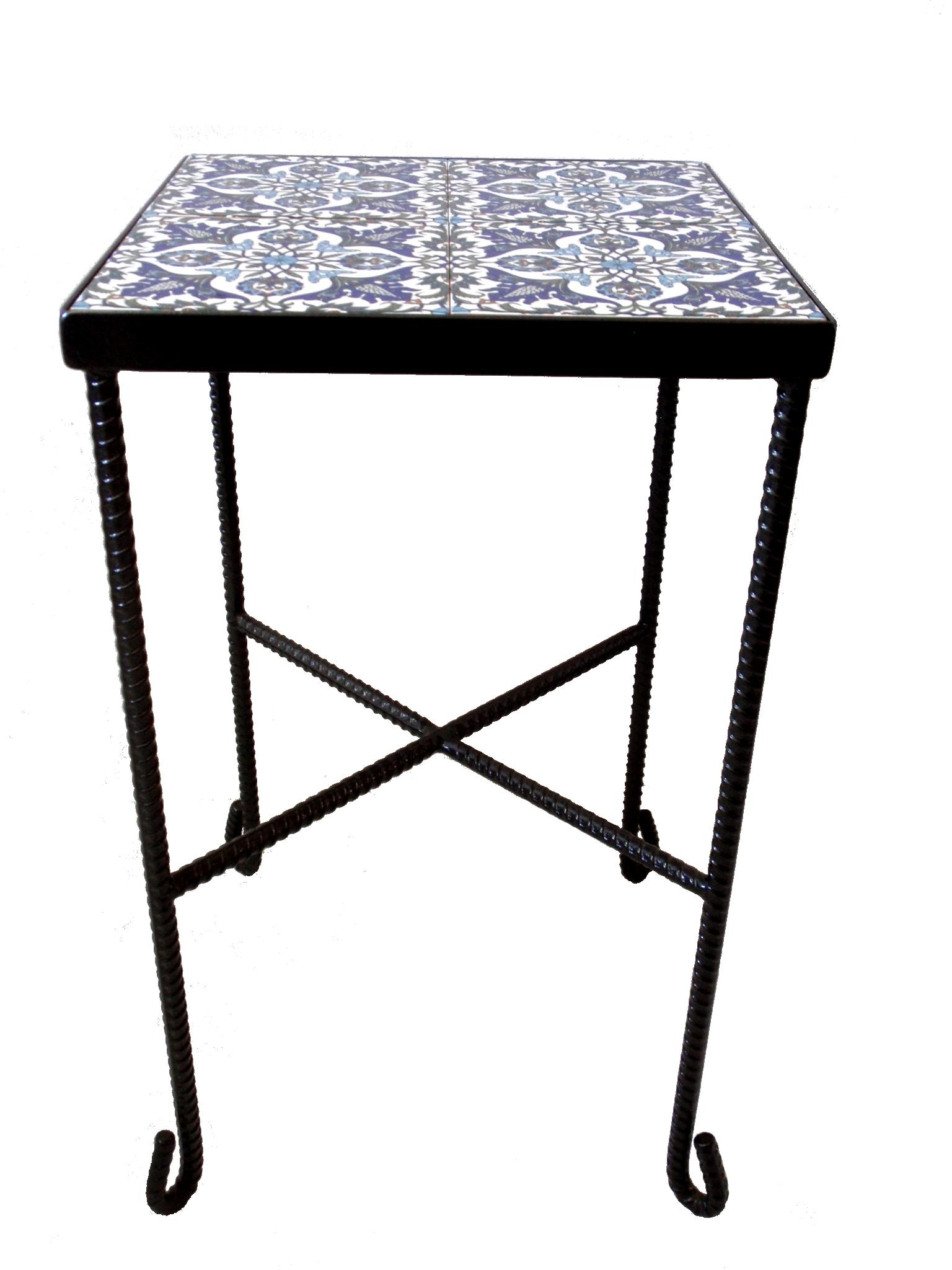 שולחן ברזל עדין בשילוב קרמיקה