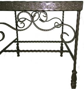 שולחן ברזל מפורזל בשילוב קרמיקה מודפסת