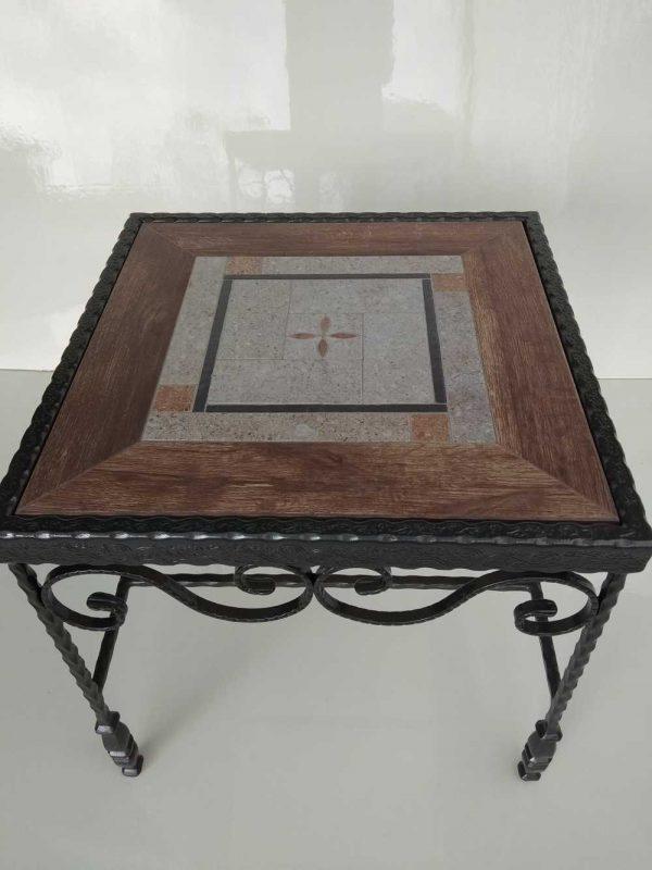 שולחן ברזל מפורזל עם אריח מסגרת דמוי עץ