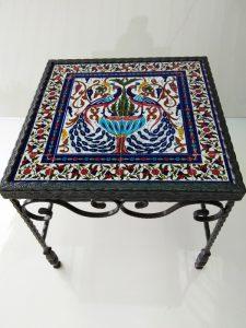 שולחן ברזל מפורזל קרמיקה טווסים