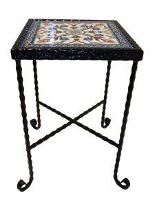 שולחן ברזל ריבועי עדין ואלגנטי