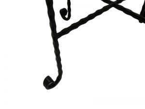 רגלי ברזל מפורזלות בעלות עיקול אמנותי