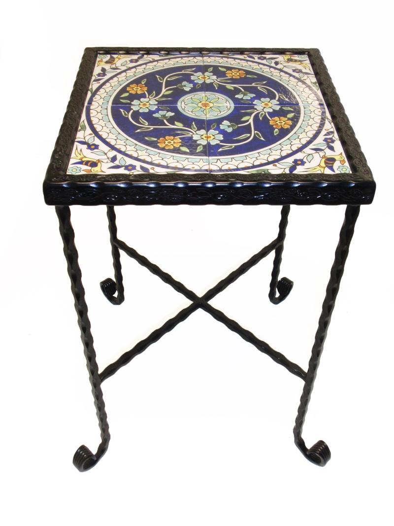 שולחן ברזל קרמיקה פרחונית כחול