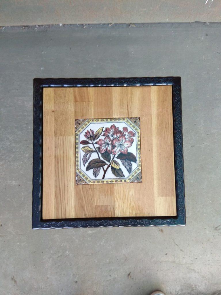 שולחן ברזל ריבועי פרח בתוך עץ