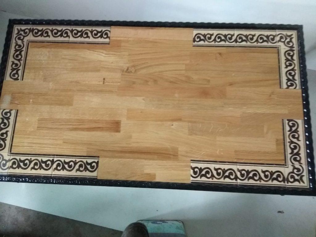 שולחן עץ מסגרת קרמיקה חלקית גלים